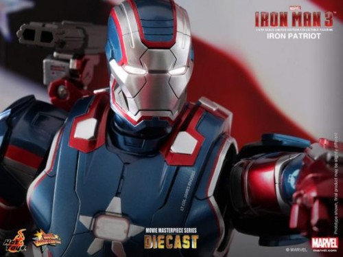 IRON PATRIOT IRON MAN 3 FIGURA HOT YOYS CRITICSIGHT IMAGEN 10