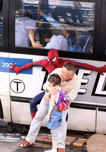 Spiderman vs Rhino en Amazing Spiderman 2 criticsight imagen 8