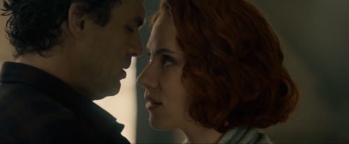 2 BLACK WIDOW Y BRUCE BANNER BESO AGE OF ULTRON CRITICSIGHT